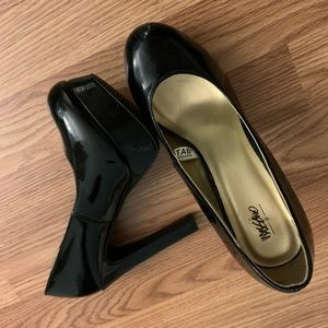 Mossimo Black Glossy Heels in 5 1/2.